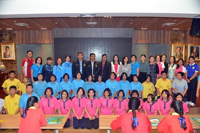 Deputy Mayor Manote Nongyai opens a workshop for students, school nurses and teachers, stressing the need for public health personnel and schools in tackling child obesity.