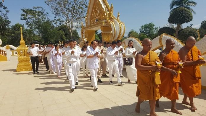 Nongprue sub-district Deputy Mayor Anak Pattanangam leads the procession at Samakkee Pracharam Temple.