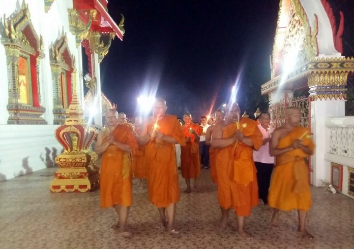 Revered monks lead the candlelight around Wat Boonsamphan in Soi Khao Noi.