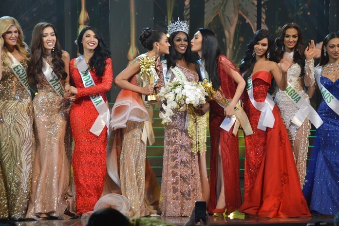 Jazell Barbie Royale receives a victory kiss from runner-up Kanwara Kaewjin from Thailand and 2nd-runnerup Ya Ya from China as other contestants cheer them on.