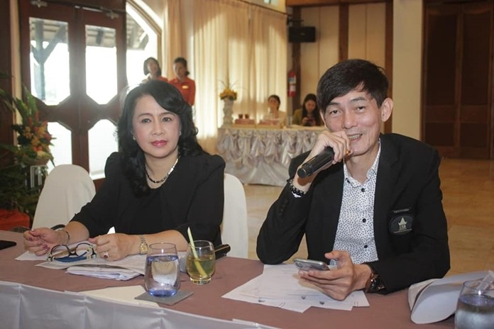 (L to R) Pakamon Wongyai, THA-ER president, and VP Sanphet Suphabuansathien preside over the association's monthly meeting at the Prima Wong Amat Hotel.