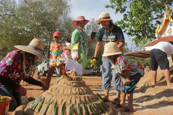 Families gather at Khao Sao Thong Thong Temple in Nongprue Sub-district to assemble their sand pagoda and keep up Thai tradition.