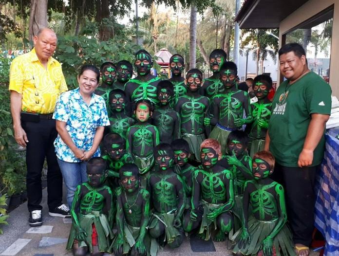 Deputy Mayor Banlue Kullavanijaya (left) opened the annual Kong Khao festival at Lan Po Public Park in Naklua.