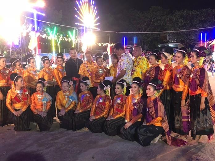 Deputy Mayor Manote Nongyai oversaw the Khao Kong festival in Nongyai.