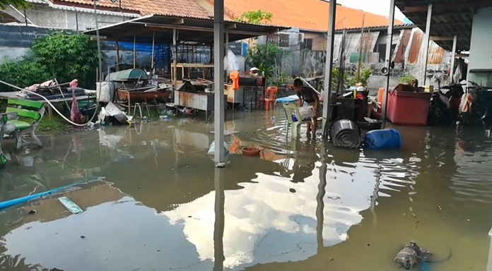 Homes on Soi Mabyailia 43, like so many others, were damaged by flooding after a storm hit Nongprue April 7. Residents want Nongprue Subdistrict to address the chronic flooding.