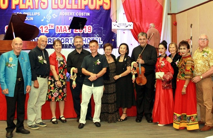 Sopin Thappajug, MD of Diana Group, HHNFT Director Radchada Chomjinda, representatives from Rotary E-Club Dophin Pattaya International, PILC business people and representatives from Pattaya Classical Music Club pose for a group photo after the show.