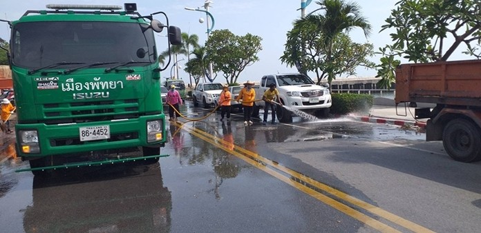 Workers with equipment and trucks split into three groups and fanned out across the city to clean up Pattaya's dirtiest areas.