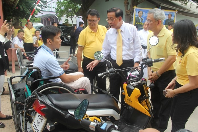 The Minister was very interested to meet the local people with disabilities.
