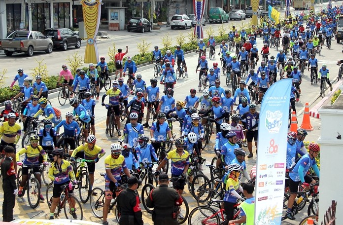 One thousand cyclists assembled at Pattaya North Road for the event.