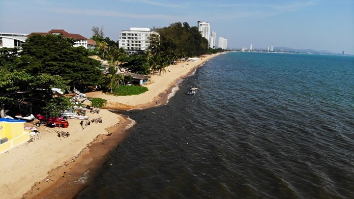 Sattahip officials are investigating the source of a sewage spill on the beach in Najomtien.