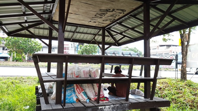 A day after Sattahip residents complained about homeless people taking over bus stops near schools, local authorities swept them away.