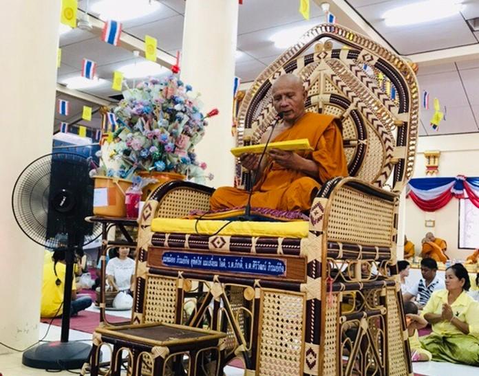 Pra Kru Pisanjariyakorn Lekathamma, Abbot of Wat Thamsamakee, South Pattaya provides pilgrims with a Visakha Bucha sermon.