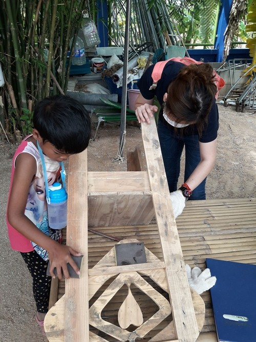 At the end of last year 150 wooden pallets were donated to the charity and after pulling them apart they were turned into local crafts.