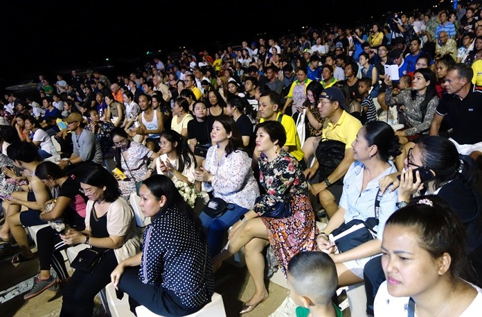 Large numbers of Thai and foreign tourists attended the concerts and cultural exhibits along Pattaya Beach Road.