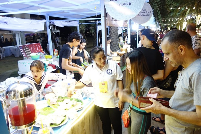 40 booths offered delicious Thai food and local craft products.
