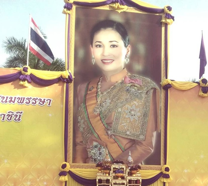 Folks in the greater Pattaya area celebrated the birthday of Thailand's new queen for the first time, holding merit-making ceremonies and blessings for HM Queen Suthida Bajrasudhabimalalakshana. Shown here, Banglamung District Chief Amnart Charoensri pays his respects June 3 in front of a portrait of HM the Queen to lead local officials and the general public in wishing her a most happy birthday.
