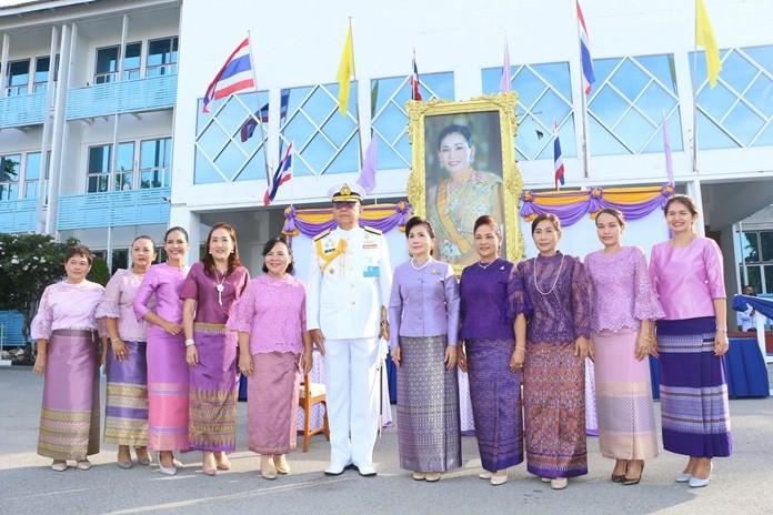 Adm. Noppadol Supakorn poses with members of the Navy Wives Club.