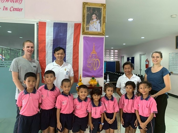 HHN Drop-in center kids and teachers pay their respects to HM the Queen Suthida on June 3rd, and wish her a very happy birthday.