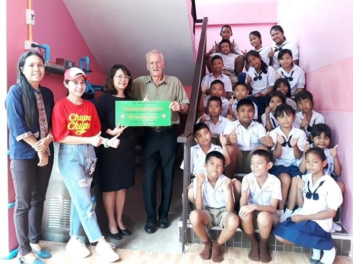 William, Director Suttatin, Noi, Liab and children are delighted.
