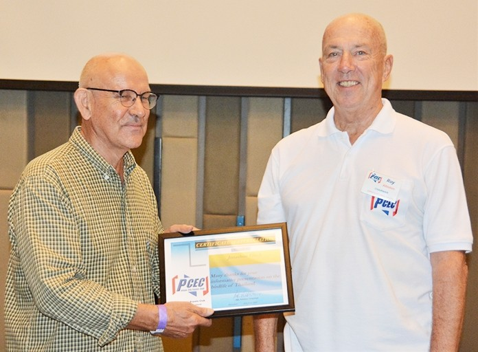 MC Roy Albiston presents Jonathan Finch with the PCEC's Certificate of Appreciation for his enlightening talk about the birdlife one can find in Thailand, Pattaya in particular.