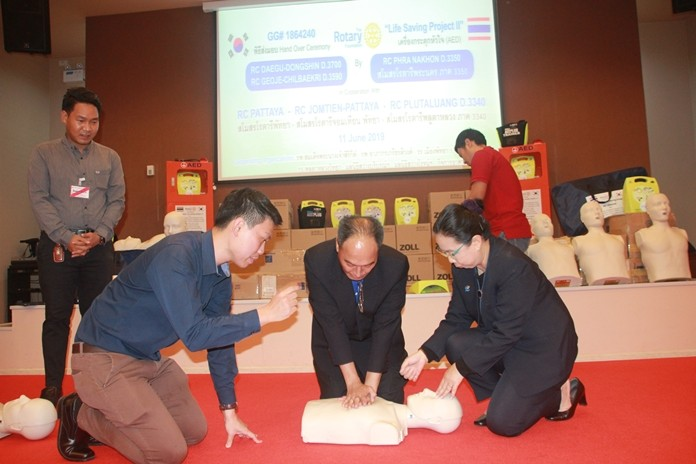 DG Surapol Taveesangsakulthai practices CPR.