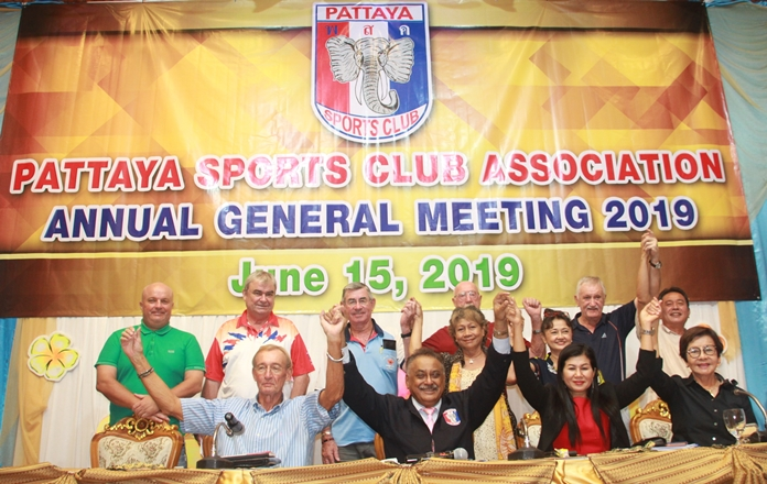 The newly elected Executive Committee with the Registered Committee: (Seated l-r) Willem Lasonder, Peter Malhotra, Noi Emmerson and Sopiin Tappajug. (Standing l-r) David Smith, Jack Moseley, Tim Knight, Nongyao and Geoff Couch, Supatra Montgomery, John Player and Jaroon Kasemsantithum.