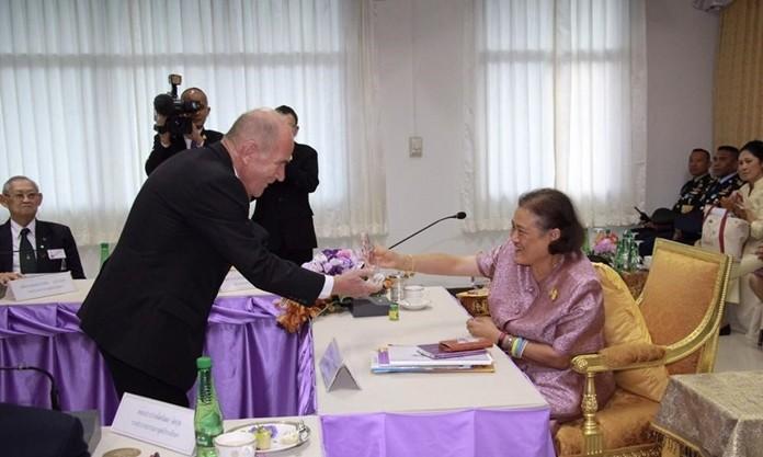 HRH Princess Maha Chakri Sirindhorn bestows a plaque of honor to Dr Otmar Deter.