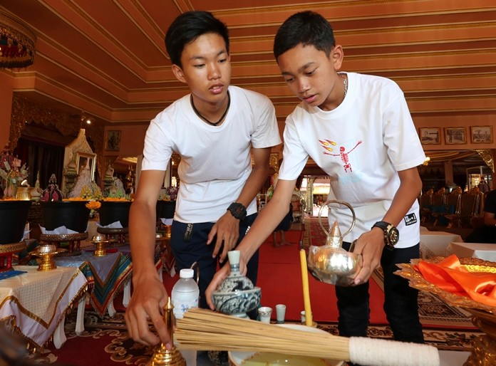 Members of the Wild Boars soccer team who were rescued from a flooded cave, Nattawut Takamrong, left, and Peerapat Sompiangjai volunteer at the Pratart Doiwao Temple in Mae Sai, Chiang Rai province, northern Thailand (AP Photo/Sakchai Lalit)