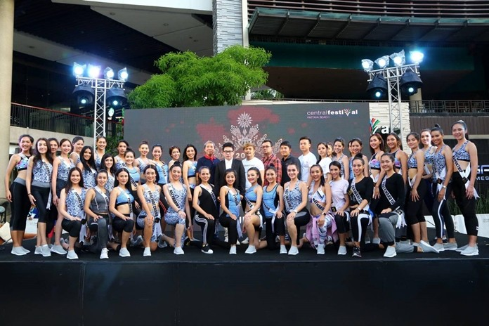 Sixty Miss Universe Thailand contestants pose for a group photo with city leaders at the beginning of the event.