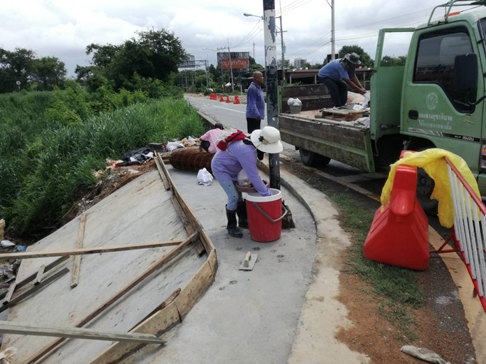 Pattaya has placed concrete barriers along the Nong Krabok railway road to protect against erosion.