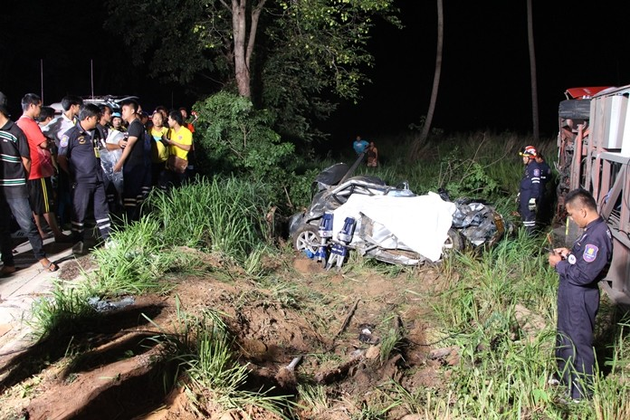A Lopburi woman who swerved her truck to avoid a snake in the road killed herself and hurt seven others when she collided head-on with a bus.