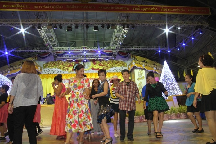 Everyone was dressed in a retro dance style, which added an extra spark to a Pattaya music club party to raise money for wheelchairs for seniors and bedridden patients.