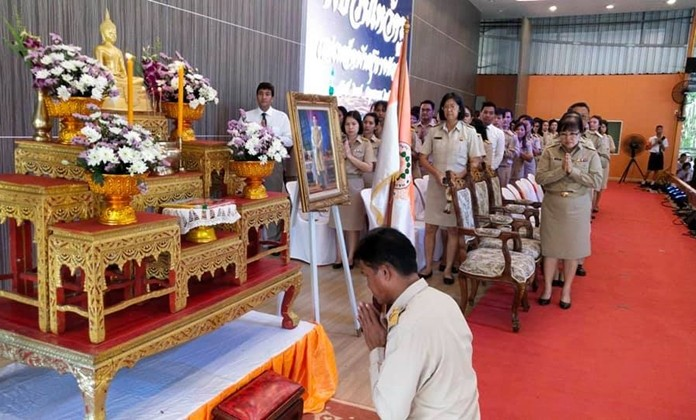 Principal Somsak Duangcharoen presided over the event organized to let students show appreciation for their teachers' kindness and dedication.