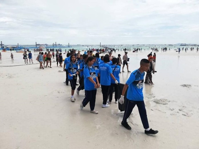 The Royal Thai Navy and Pattaya City Hall hosted a beach and reef cleanup on Koh Larn for World Ocean Day.