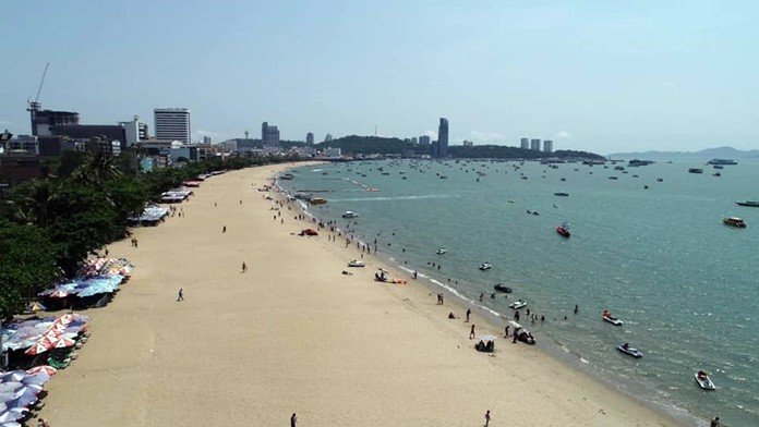 Transport Minister Pairin Chuchottavorn and top marine-management officials hailed the rebuilding of Pattaya Beach at the official grand-opening of the rebuilt shoreline.