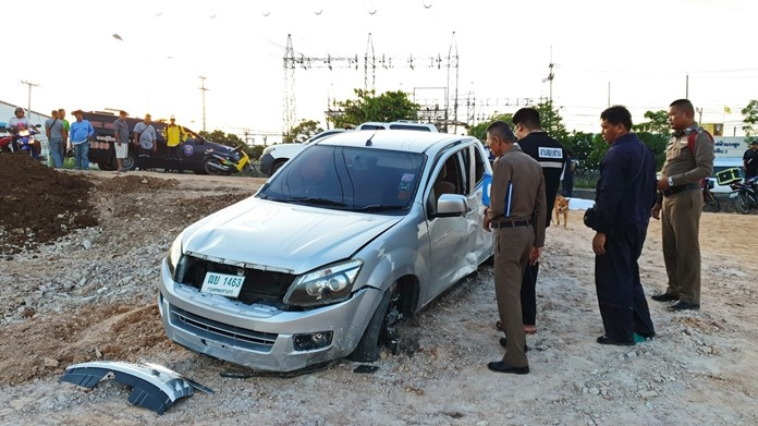 Two pedestrians died when they were hit by a pickup truck in Plutaluang.