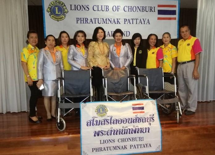 The Lions Club of Pratamnak-Pattaya donated six wheelchairs to Pattaya and Banglamung hospitals.