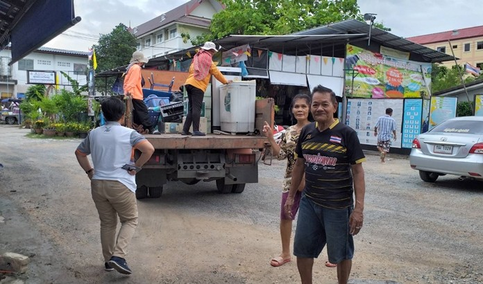 City hall officials deliver second-hand items donated by Soi Khopai Community residents to a charity benefitting the poor.