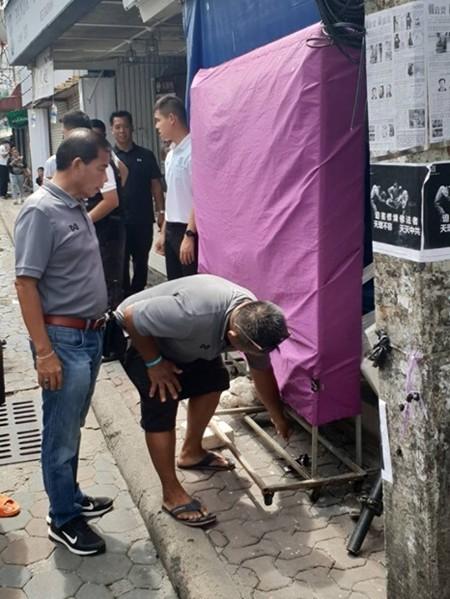 Vendors encroaching on public walkways on Walking Street had their signs taken down and the sidewalks reclaimed.