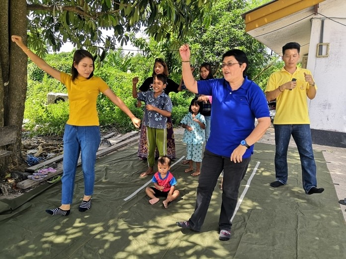 """Drop-In Center outreach chief Thitiporn Saknarong uses the """"chicken dance"""" and """"baby shark"""" songs to teach migrant children Thai vocabulary and good hygiene."""
