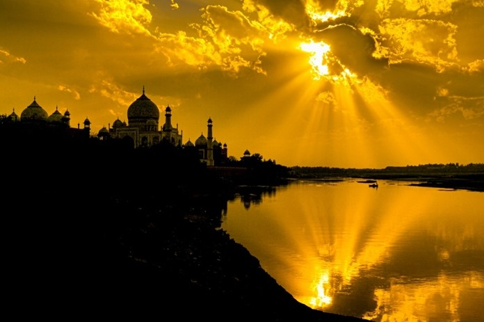 Being at the right place at the right time can lead to some very dramatic photographs explained Glen Allison as he showed this photo of the Taj Mahal in India. He noted that this is the actual photo, no changes or enhancements were needed.