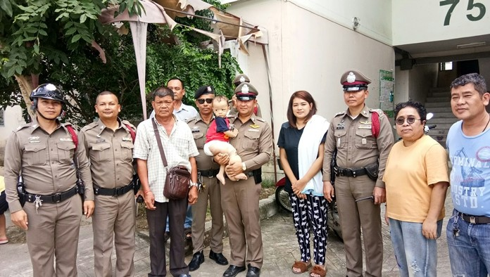 """Najomtien police donated cash to a toddler suffering from """"elephant leg""""."""