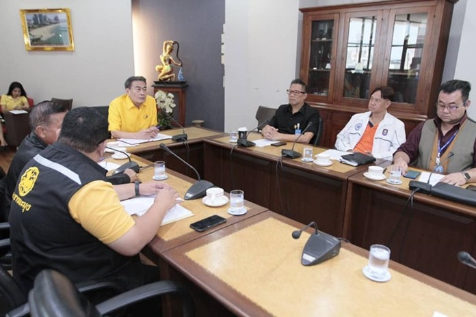 Deputy Mayor Ronakit Ekasingh met with tourism and city officials and the head of the Pattaya Baht Bus Cooperative to address complaints from tourists about chaos at Bali Hai Pier.