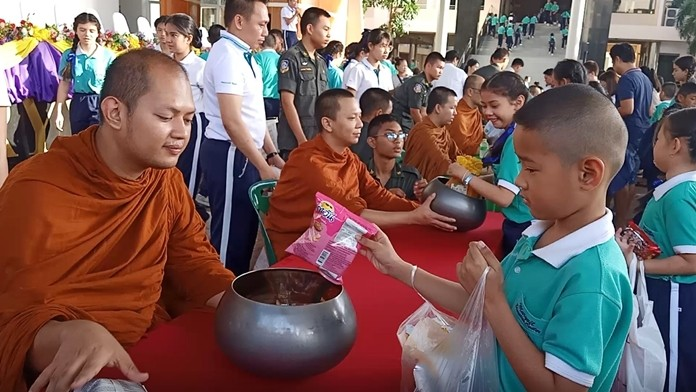 Marywit Pattaya School gave alms to 14 monks from Chonglom Temple for Asalaha Bucha Day and Khao Phansa.