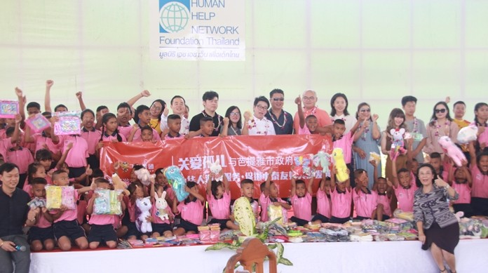 Rattanachai Sutidechanai and his family were joined by Chinese friends from the Tourist Assistance Center to host lunch and donate necessities to the Child Protection and Development Center.