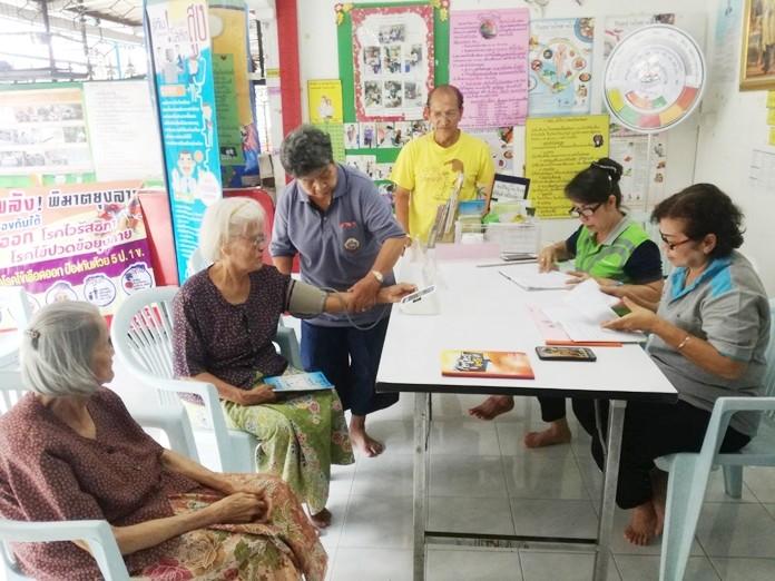 Central Pattaya residents took advantage of free diabetes and blood pressure checks at the Soi Arunothai neighborhood health fair.