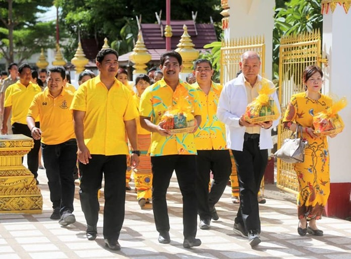 Pattaya deputy mayors Banlue Kullavanijaya and Manote Nongyai and other top local officials lead people in a circumambulation of Nongyai Temple before the start of Buddhist Lent.