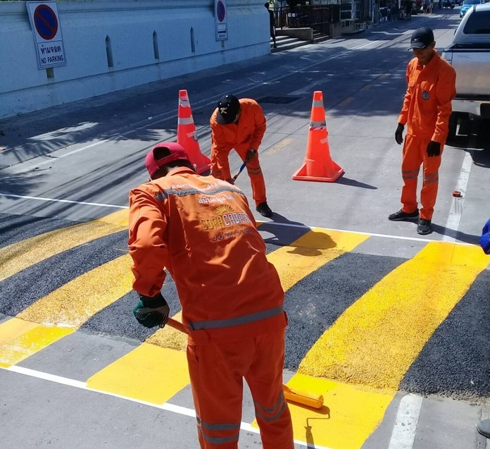 Pattaya installed speed bumps and painted traffic lines in Dongtan Beach to enhance safety.