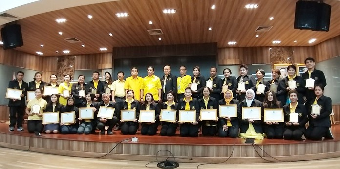 "Thirty-two Pattaya residents and organizations were recognized for their community service efforts and adaptation of the kingdom's ""sufficiency economy"" philosophy."