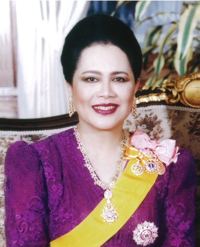 August 12 is a very special day throughout the Thai Kingdom, as it is the day the entire nation celebrates the auspicious occasion of Her Majesty Queen Sirikit of the Ninth Reign's Birthday. The day also is celebrated throughout the Kingdom as Mother's Day. The management and staff of the Pattaya Mail Media Group join Thai people and many others from around the world to present our loyalty and devotion to Her Majesty Queen Sirikit The Queen Mother and best wishes for a most Happy Birthday and a continued long life on the occasion of her 87th birthday Monday, August 12. (Photo courtesy Bureau of Royal Household)